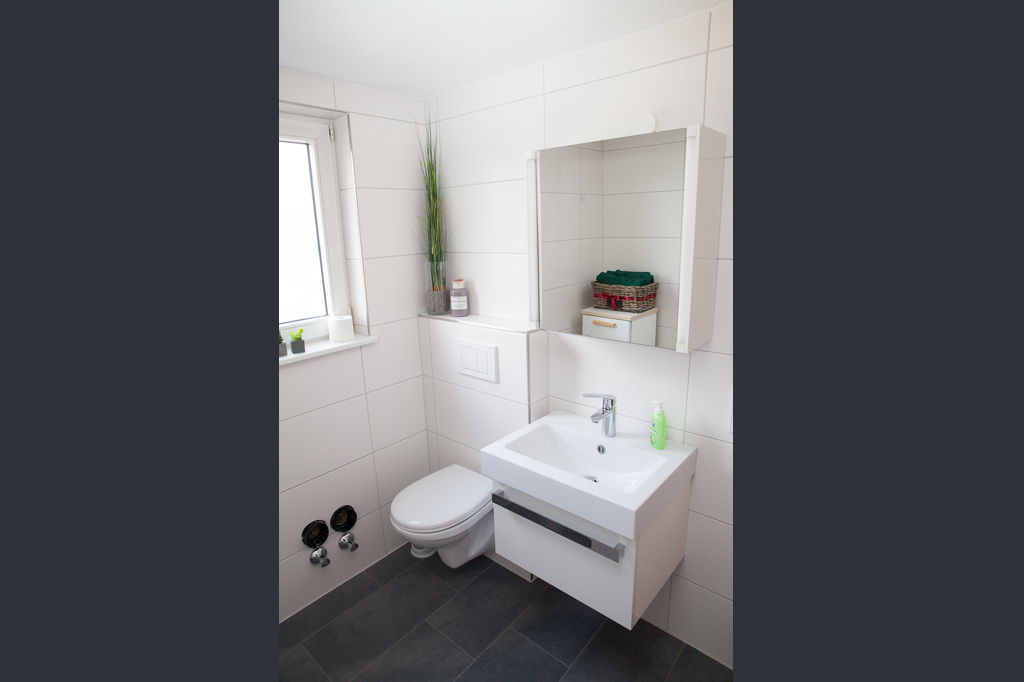 accommodation near accenture, kronberg: quiet and cosy bed and